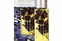 Aromatherapy Synergy / Aromatherapy Synergy de Linden Leaves est une fusion de couleurs et de parfums pour quatre humeurs différentes visant à charmer votre esprit et l'attention que vous donnez à votre peau. Tous ces produits ne contiennent ni parabens, ni laurylsulfate de sodium, ni parfum synthétique, ni colorant pour une signature Linden Leaves.