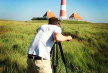 Lars filmt Sachen. / Unser Video-Mensch Lars ist ständig unterwegs und filmt wichtige Sachen.
