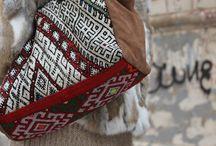 Bolsos / Bolsos fabricados en Kilim, piel animal, cueros, terciopelos y otras texturas y materiales de origen mayoritariamente árabe y oriental
