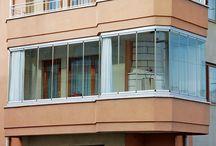 Cerramientos con cristal de Terrazas, balcones, etc / Proyectos de cerramientos con sistema abatible de cortinas de cristal.  Los cerramientos con sistema abatible de cortinas de cristal, están diseñados con un tipo de hoja de vidrio que no tiene perfiles, y en cualquier momento se puede abatir sin ningún problema y con un fácil manejo.
