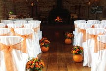 Autumn leaves and juicy pumpkins / Autumn is such an under-rated season to marry but we love it here at Bespoke. Such gorgeous warm colours, patterns and textures and an abundance of seasonal fruits and foods. And look how glamorous pumpkins can be for your wedding decor!