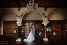 Great bride and groom photo ideas at Huntsham Court / Huntsham Court is full of architectural features and beautiful grounds - the perfect backdrop for an intimate photo.