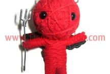 Vodoo Keys / El próximo taller del Espacio Joven, unos muñecos muy sencillos de hacer mediante lana y cuerda que luego podéis tunear a vuestro gusto, para regalar, para decorar, como llaveros... una pasada!!!