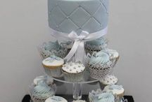 Cupcake Weddings / A sweet alternative to a tiered cake, cupcakes are a lovely way to serve something individual and tasty.