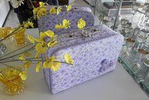 Meus projetos contato: +55(85)986084610 / Peças em cartonagens e patchwork confeccionadas em  papelão holler e tecidos especiais 100%algodão.