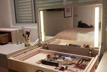 Penteadeira camarim / . Elemento essencial no dormitório de mulheres vaidosas, ela reúne funcionalidade e beleza, garantindo um espaço reservado para a rotina de beleza ou para o treinar aquela maquiagem favorita.