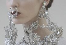 Smycken och prydnad