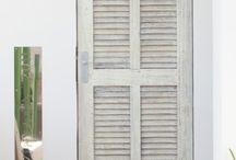Hotel Ushuaïa / Otra de nuestras obras en Ibiza. El hotel Ushuaïa es uno de los más famosos de toda España. Un hotel con un diseño increíblemente cuidado y mimado, pensado para hacer la estancia al visitante confortable y agradable.  Nosotros participamos en la instalación de algunos suelos de tarimas, puertas, armarios y herrajes.
