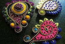 Vetoketjukorujen värikkyyttä