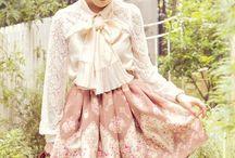 Japonská móda / oblečení a doplňky; spíše roztomilé a retro věci vhodné na denní nošení; otome kei, gyaru apod.