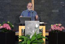 WAHRE ERZIEHUNG | Prof. Mag. Dr. Elmar Walch / Heute unterhalten die weltweit über 19 Millionen getauften Mitglieder der Kirche der Siebenten-Tags-Adventisten über 7000 Schulen, welche besonders in den Wachstumsländern sehr gut besucht sind. In dieser Vortragsserie erfahren Sie mehr über die Prinzipien, aus denen das größte protestantische Schulwerk der Welt seit fast 150 Jahren schöpft. Es ist länderübergreifend und kann an alle Kulturen angepasst werden. Die Erziehungsbücher von Ellen Gould White (1827-1915) enthalten diese Prinzipien ...