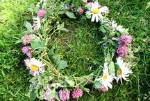 Blomsterkrans/flowers in her hair
