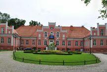 Wejherowo - Pałac Przebendowskich / Pałac w Wejherowie wybudowany na przełomie XIX i XX w. przez rodzinę Przebendowskich.  Po wojnie w pałacu mieściły się: Technikum Leśne, internat i przedszkole. W 1995 pałac został siedzibą Muzeum Piśmiennictwa i Muzyki Kaszubsko-Pomorskiej.