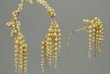 Huvudbonader, örhängen, smycken m.m.