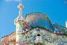 Casa Batllo / Casa Batllo to niezwykły budynek usytuowany przy modnym bulwarze Passeig de Gracia. Z zewnątrz przypomina baśniowy zamek. Autorem projektu budynku jest oczywiście niesamowity Antonio Gaudi.