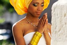 Hoofddoeken / Er zijn wel 100.000 verschillende hoofddoeken en net zoveel technieken om je hoofddoek te knopen.