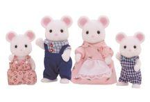 Sylvanian Families Rodzina Białych Myszek / Wyjątkowe zabawki dla dzieci marki Sylvanian Families