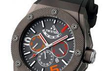 TW Steel / TW Steel es una marca de relojes holandésa conocida por sus relojes y cronógrafos de gran tamaño.  TW Steel fue fundada en 2005 por Jordy equipo de padre e hijo y Cobelens Ton en Holanda.  http://www.relojeslujo.info/novedades-relojes-lujo/marcas-relojes-de-lujo/tw-steel.html