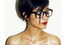 Peinados con gafas / Suéltate el pelo y encuentra el corte perfecto para lucir con tus gafas.