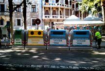 Recycling Containers New Easy City / I contenitori New Easy City sono ideati per la città e per l'utenza domestica. Si collocano facilmente sia in contesti cittadini di nuova urbanizzazione che in contesti storici. Si caratterizzano per le bocche di conferimento personalizzabili a seconda delle esigenze e delle frazioni di rifiuto che si vogliono conferire e sono dotati di adesivi di grande dimensione che contribuiscono ad una comunicazione più efficace e precisa verso l'utenza.