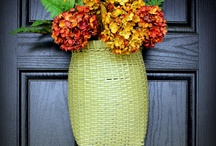 Wreaths or Decoration For Your Front Door / Your front door is a great place to make a good first impression and welcome your family and friends