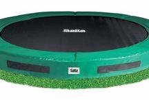 Trampoline / Een goede, veilige trampoline staat garant voor jarenlang speelplezier. Wij zijn o.a. dealer van gerenommeerde merken als BERG Toys, Avyna, Etan en Salta, waardoor wij uitsluitend duurzame kwaliteitstrampolines leveren. Trampolines waar uw kinderen (en u!) zich naar hartelust op kunnen uitleven.