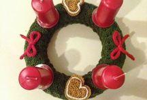 Vánoční doplňky / Adventní věnce jsou ručně pletené našimi babičkami. Můžete si vybrat variantu se svíčkami nebo bez nich.