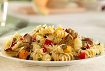 Pasta Salad Recipes / Pasta salad is a must when it comes to barbeques and summer picnics. Treat your taste buds with these colorful and flavorful pasta side dishes and pasta salad recipes that are sure to please any crowd!