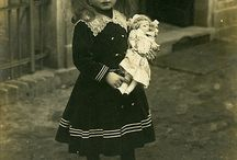 DOLLS / A collection of photos of pretty little vintage girls and their beloved little dollies;)