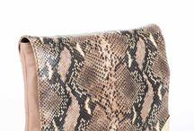 Marciano Guess / Benvenuti...in questo spazio potrete trovare tutte le nostre migliori borse MARCIANO GUESS acquistabili direttamente on-line sul sito www.abzan.com a prezzi scontati fino al 70%!