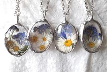Real flower necklace forget me not / Real flower necklace with forget me not. #forgetmenot #flowerjewelry #flowernecklace #forgetmenotjewelry #forgetmenotjewellery #forgetmenotpenfant
