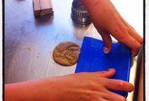 Bakfeestje / Gezellig met vriendjes en vriendinnetjes de lekkerste koekjes, cake en taart bakken bij OERzoet. En dat alles zonder witte suiker en van uitsluitend biologische ingrediënten.