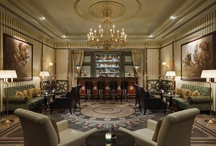 Le Bar & Lounges / A special, sophisticated sound design complements Le Bar's authentic Empire décor. Unwind here in true Parisian style with The Pink Lady, our signature cocktail in honour of Lady Mendl, former resident of the property.  Explore fresh and exotic flavours with the Asian Touch cocktails like the Pékin Express, or enjoy a glass from an extensive wine list.  Le Bar is open from afternoon to late evening and offers comfortable private lounges as well.