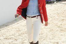 Дерби -> Женская стилистика костюма / Derby fashion style women / Этот стиль появился из конной экипировки. Дорогой, классический. Натуральные ткани, классические расцветки. Характерные вещи: жакет Редингот, бриджи специфического кроя, сапоги в жокейском стиле, сумка сэдл. Часто так же характерны аксессуары из кожи и различная фурнитура, стилизованные под элементы конской упряжи. И платки с принтом на тему конного спорта, лошадей и т.п. Бренды на тему: Massimo Dutti