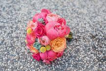 Flower Arrangements Perfect For A Rustic Barn Wedding / Unstuffy, spring flower arrangements for a California-style barn wedding.