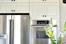 How to install glass in cabinets