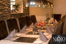 Binnenkijken restaurant Spice Brush / Binnenkijken bij interieurs die zijn ingericht met de unieke meubelen van Nano Interieur. Het restaurant Spice Brush hebben wij volledig opnieuw ingericht en gestyled. Er is niets meer over van het oude interieur. Alleen de buitenmuren zijn blijven staan, verder is alles eruit gehaald en vernieuwd. De bar, kasten, tafels, stoelen en eetbanken zijn helemaal naar eigen idee ontworpen en gemaakt.Het restaurant heeft een rustige uitstraling gekregen. #restaurant #makeover #restyling #inrichting