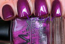 Pretty Nails / by Alyson Ben-Yehuda