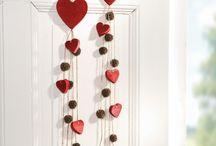 """Valentinstag / Alle Jahre wieder ist der Valentinstag am 14. Februar der Tag der Liebenden. Immer mehr etabliert sich auch die """"kleine Aufmerksamkeit"""" zum Valentinstag – als Anerkennung und Dankeschön. Beschenken Sie jemanden der eine kleine Geste der Liebe verdient – ein Herz ist in jedem Falle das richtige Geschenk am Herzenstag."""
