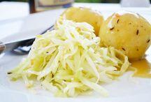 Kraut Rezepte / Kraut ist das beliebteste Gemüse in der Küche und gilt im Naturkost-Bereich als sehr gesund. Es hat wenig Kalorien (kcal) und enthält viele wertvolle Inhaltsstoffe wie Beta-Karotin und Vitamine. Hier unsere Rezept Tipps mit Kraut.