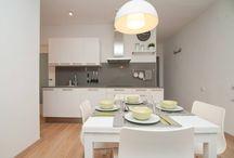 PISO ALQUILER CALLE INDEPENDÈNCIA - BARCELONA / Reforma total de un piso para alquilar.  La cocina y el baño han intercambiado su ubicación quedando un baño más espacioso y una cocina abierta al salón.  Mobiliaro de IKEA, vinilos de MyVinilo, toques de Casa Viva.