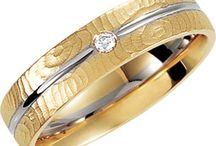Men's Wedding Bands / These days there are a variety of wedding band designs to match your unique style. Take a look through the wedding band varieties available at Bellman's Jewelers, or contact us to create a custom wedding band designed just for you.