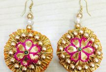 Mehendi & Haldi Essentials / Make way for the super stylish bride! Checkout the amazing range of floral and gota patti jewellery to dress up your level best on your Mehendi Ceremony. Shop earrings, necklaces, wedding dresses, ethnic jewellery and much more at best prices from Kraftly.