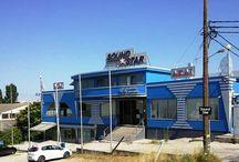 Sound Star / Η Sound Star ιδρύθηκε το 1984, με έδρα της την Νεάπολη Θεσσαλονίκης. Σήμερα, η έδρα μας βρίσκεται σε νέες ιδιόκτητες εγκαταστάσεις, σε τριώροφο κτίριο 1.400 τ.μ. στην περιοχή Ν. Ευκαρπίας. Μαζί με το υποκατάστημα Αθηνών απασχολούμε 30 άτομα προσωπικό και έχουμε οργανωμένα τμήματα αποθήκης, επισκευών, τοποθετήσεων, λογιστηρίου και δημιουργικού.