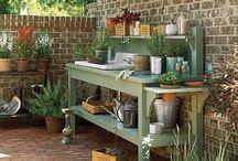 Lerkrukor och planteringsbord