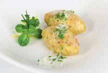 Original Südtiroler Rezepte / Die Südtiroler Küche spricht in ihrer Vielfalt und mit ihren Spezialitäten jeden Gaumen an. Bodenständige, traditionelle Gerichte sind in Südtirol genauso anzutreffen wie neue, leichte Speisen.