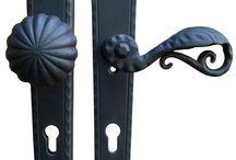 SCHMIEDEEISEN LANGSCHILD SCHUTZGARNITUR - RUSTIC SECURITY DOOR HANDLES / Schmiedeeisen Schutzbeschläge von Galbusera.