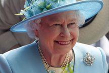 Les chapeaux de la Reine ... / Les chapeaux  de la Reine ... / by ginette savaria