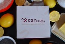 Jolycakes / JOLYcake cake collars have been designed to ensure a simple, hassle-free experience with less mess and product waste, and more fun