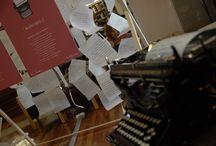 ESCRIVENTS 2.0 / Instal·lació interactiva a l'entorn d'una antiga màquina d'escriure, que pretén apropar els joves usuaris de les biblioteques al segle XVIII i fer-los descobrir el context històric i social que va emmarcar fets com la Guerra de Successió.